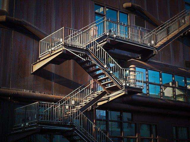 八王子新南町の階段崩落で住人落下のアパートはどこ?施工会社は?住所特定