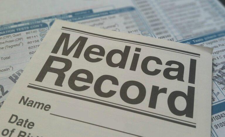 医療記録と書かれた紙