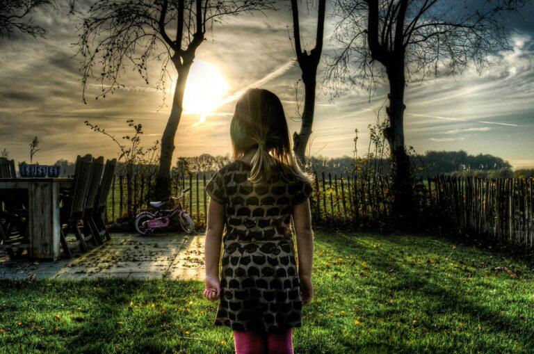 郡山侑紗容疑者の犯行動機は、生い立ちや両親に関係がある可能性が高い?